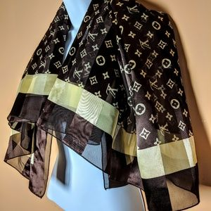 LOUIS VUITTON 100% Silk Scarf